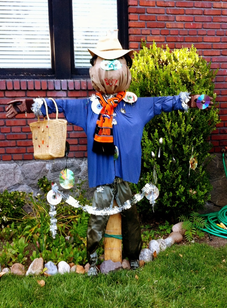 Neighborhood kids made a scarecrow today, I love that it looks made by them and that the scarecrow has CD's on it!
