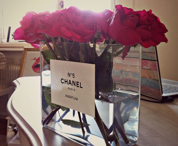 Szépséges CHANEL váza -Takács Nóra-  NORIE http://www.facebook.com/hogyanlegyekjono