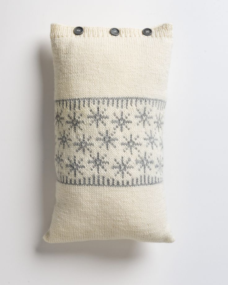 Kirjoneuletyynynpäällinen Novita Joki | Novita knits