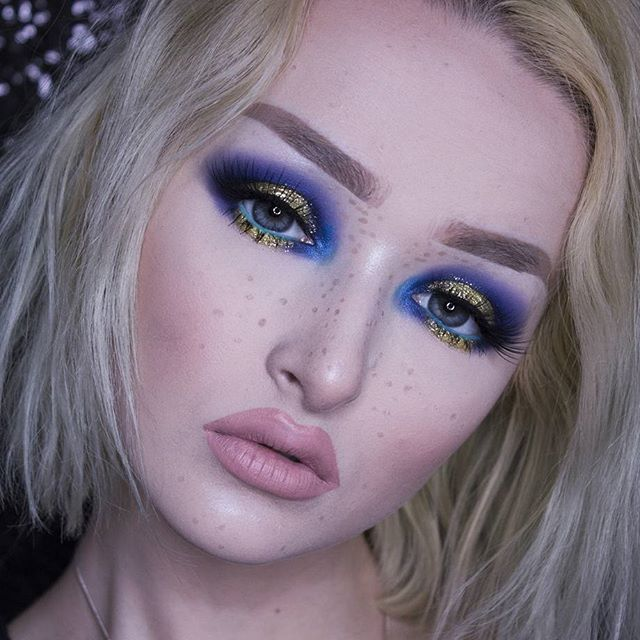 Royal Eyes  EYES: @nyxcosmetics Full Throttle Eyeshadow Stick in 'Femme Fatale' @nyxcosmetics_uk Face & Body Glitter in 'Gold' @katvondbeauty Metal Crush Eyeshadow in 'Paranoid' LIPS: @jeffreestar Velour Liquid Lipstick in 'Mannequin' FACE: @sigmabeauty Aura Powder Cor-De-Rosa @nyxcosmetics_czsk Micro Brow Pencil in 'Taupe' for freckles