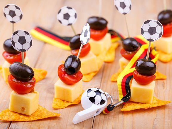 So wird Ihre Fußball-Party nicht zur Kalorienfalle