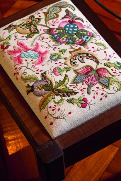 from Di van Niekerk's website    Very Pretty.  I love Jacobean Crewel work.
