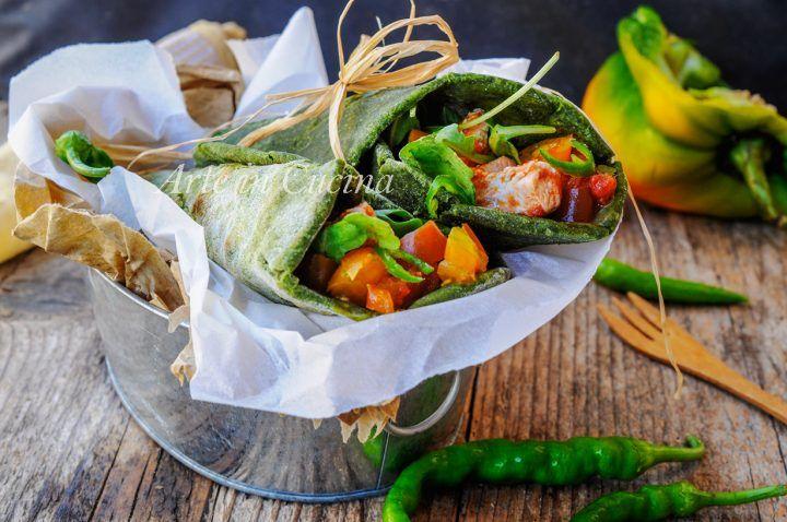 Tortillas agli spinaci, pollo e peperoni, ricetta facile, veloce, idea per cena, pranzo da asporto, alternativa alla pizza, cucina tex mex, ricetta sfiziosa estiva