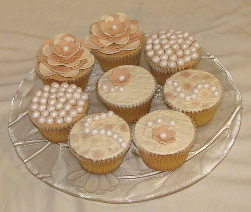 Pearls and Lace Cupcakes: Cakes Ideas, Lace Cupcakes, Wedding Cupcakes, Colors Schemes, Teas Cupcakes, Photo, Cups Cakes, Pearls And Lace, Cupcakes Rosa-Choqu