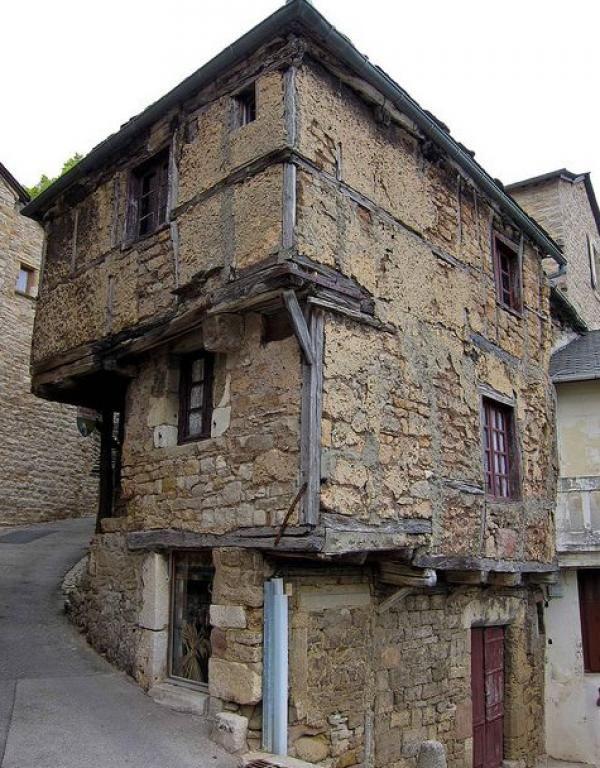 Mais pourquoi cette vieille maison française fait l'objet de toute l'attention des Américains? - sudinfo.be