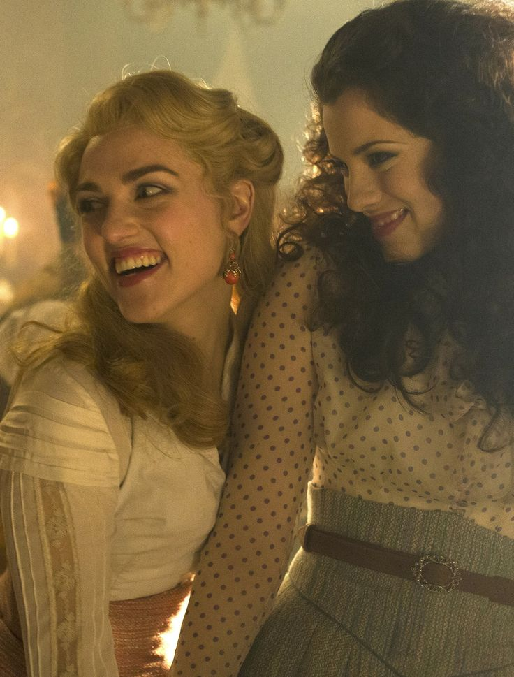 Lesbian relationship between mina harker and lucy westenra