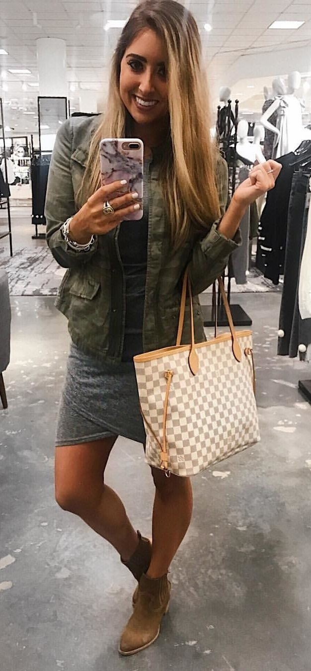 #spring #outfits woman wearing green camouflage carrying LV bag taking mirror selfie. Pic by @alexaelizabeth_
