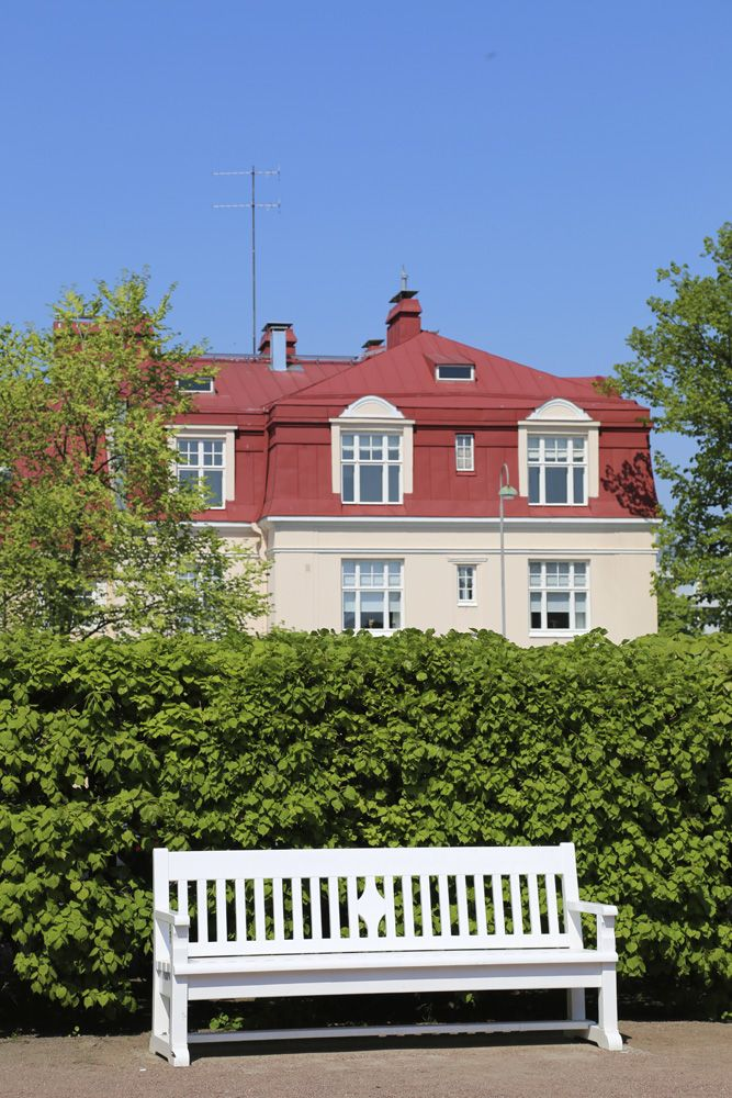 Jugend-houses in Eira, Helsinki. More pics: http://walleni.us/sina-olet-minun-siskoni/