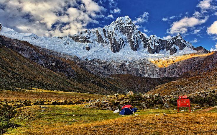 taullipampa camp 4280 m - Taullipampa camp located 4,280 meters Start climbing the snowy Taulliraju 5820 m