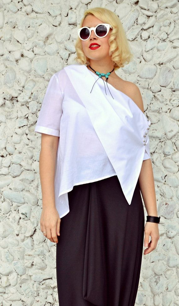 Check out this item in my Etsy shop https://www.etsy.com/listing/273665518/extravagant-white-top-asymmetrical-white