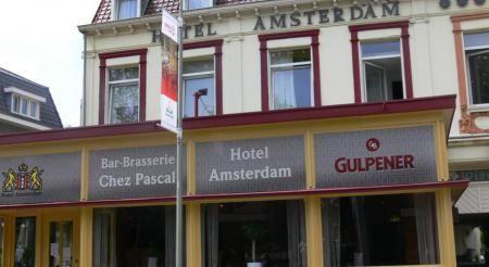 Hotel Amsterdam Fauquemont www.hotelamsterdam.upps.eu In ons gezellig familiehotel treft u propere kamers aan (allen met douche, koelkast, deels televisie en gratis wifi), een rustieke bar met conversatie- en ontspanningsruimte (met onder andere een t.v. en poolbiljart) en een fijne ontbijtzaal met iedere vrijdag, zaterdag en zondag een uitgebreid lopend buffet.