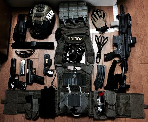 796 best images about zombie apocalypse on pinterest pistols tactical gear and tactical jacket. Black Bedroom Furniture Sets. Home Design Ideas
