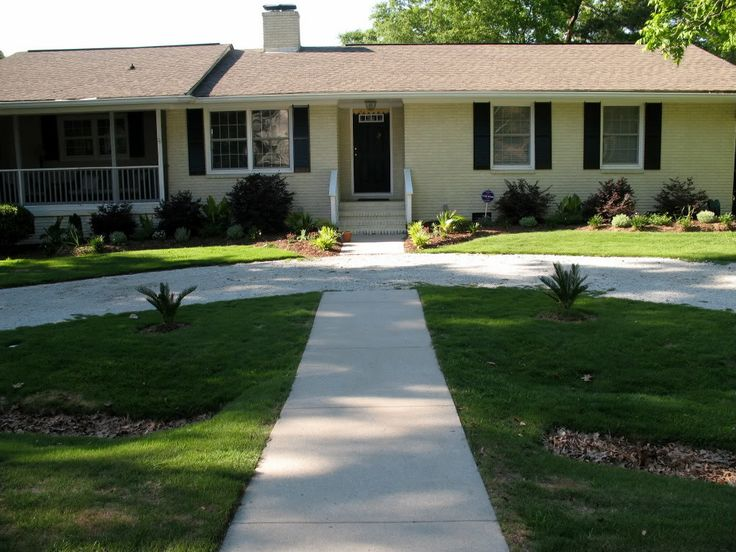 Best 25 circle driveway ideas on pinterest circle Semi circle driveway designs