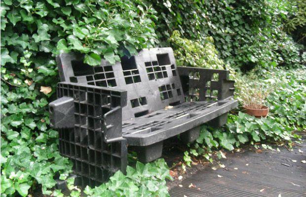 Plastic pallet tuinbankje