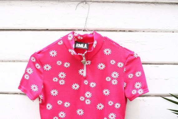 90s shirt  hot pink daisy print bodycon top  mock by YatesVintage