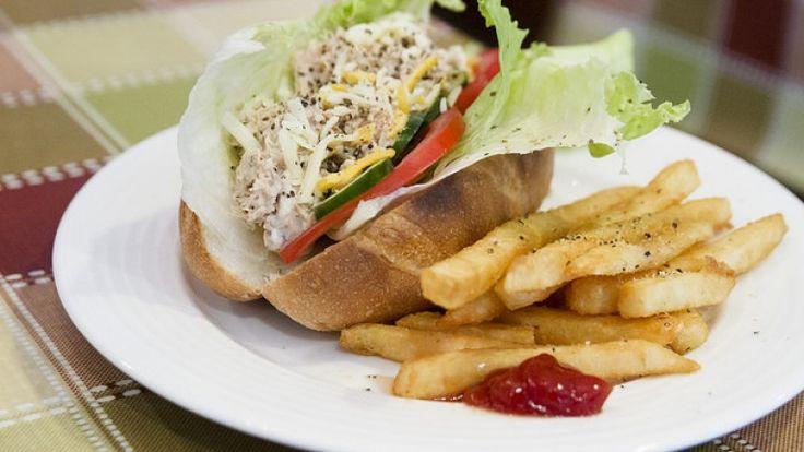 Panino al tonno, cosa mangaire a pranzo fuori casa, ricette pausa pranzo veloce