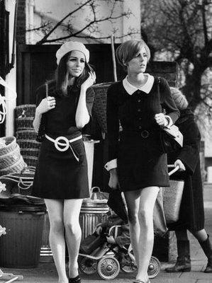 60's Fashion was so great! The dress on the right is so beautiful! #lovethecollar