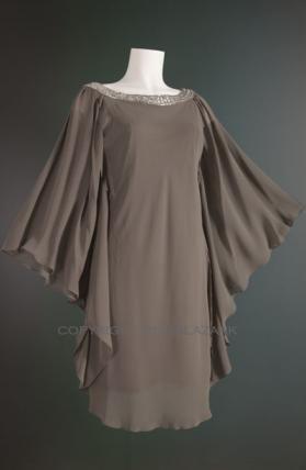 De bijzondere vlindermouwen maken dit een perfecte jurk voor een zomers feest in een tuin of aan het strand! In de frissere maanden ook af te stylen met een panty.