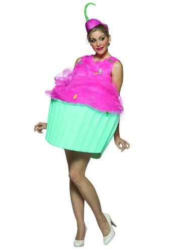 Cupcake kostuum voor dames. Leuk cupcake kostuum met hoedje. Het kostuum en het hoedje hebben een helder blauw met roze kleur. Het kostuum heeft een hoepel die het cakeje bol laat staan. Er zit geen broekje onder het kostuum. Maat: one size (S/M). Ga verkleed als cakeje met dit originele cupcake kostuum. Carnavalskleding 2015 #carnaval
