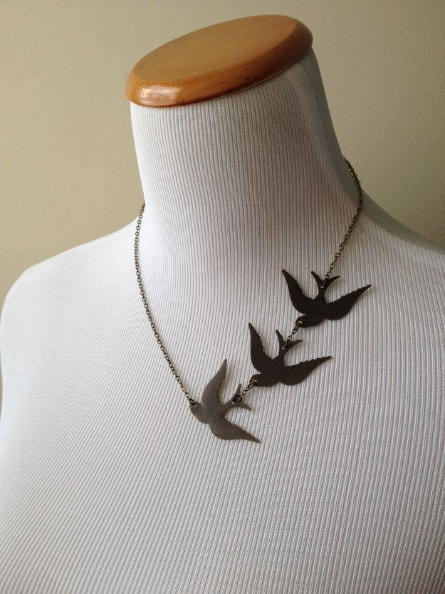 Tris Prior's tattoo in necklace form.