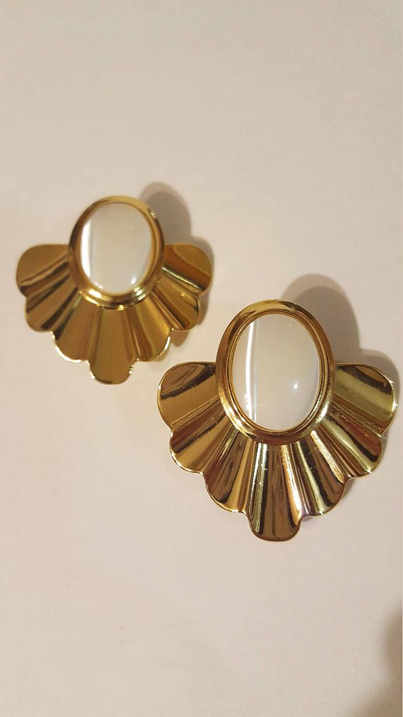 Check out this item in my Etsy shop https://www.etsy.com/ca/listing/578963921/vintage-clip-on-earrings-faux-gold-and