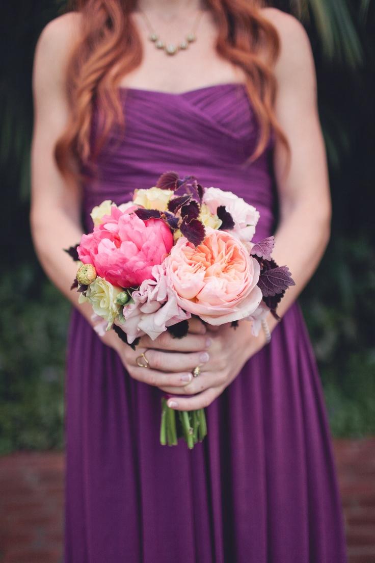 Demoiselle d'honneur en violet Bouquet crème et rosé