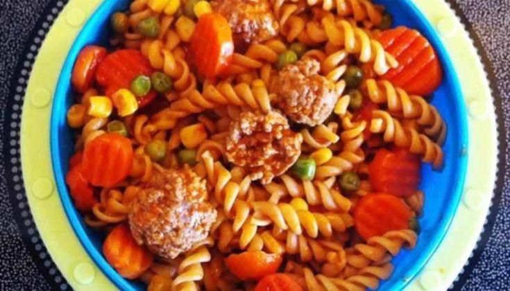 Nudeln-in-Hackfleischbällchen-Für Babys kochen leicht gemacht