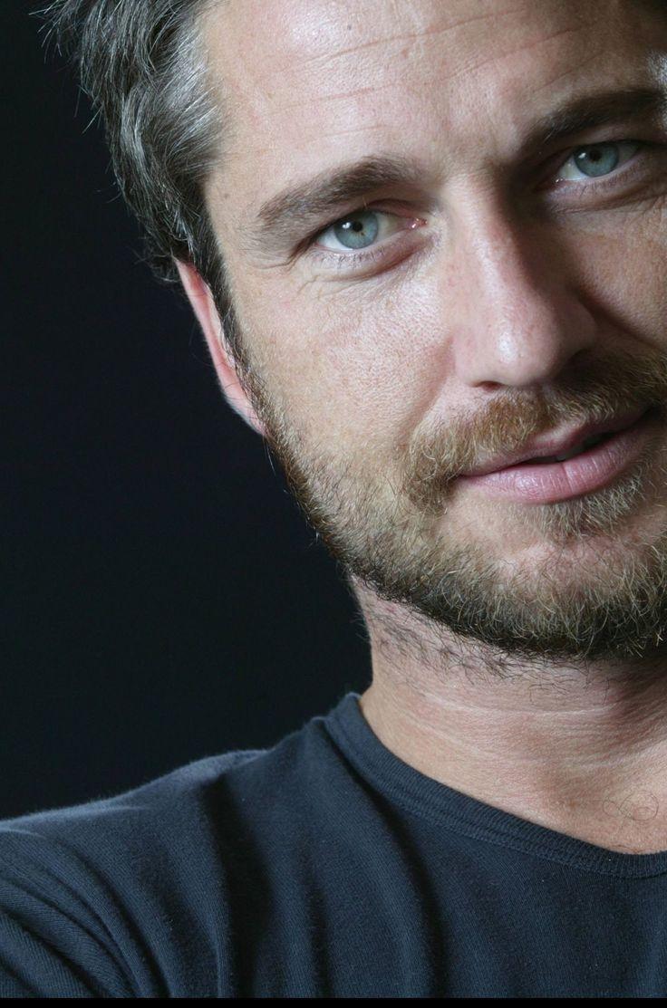 Gerard Butler........ Damn! He's sexy as hell. And his eyes are absolutely stunning!