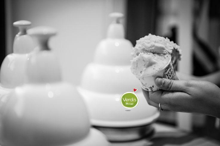 Dimagrire mangiando gelato? Sì, è possibile. Pranzare due volte alla settimana con un gelato artigianale è sano e aiuta a perdere peso. Il gelato alla frutta dona il giusto apporto giornaliero di vitamine e inoltre rinfresca nelle calde giornate estive! Venite a provare i nostri gusti a base acqua, adatti per i vegani e gli intolleranti al lattosio ; ) #foody #spring #gelato #milan #verdis #sanoappetito #icrecream #food #love #primavera #healthy #good