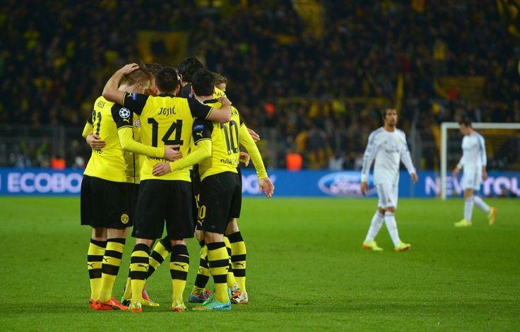 Los jugadores del Borussia celebran el 2 a 0 | B. Dortmund 2 - Real Madrid 0: Truenos en Dortmund | Fotogalería | Deportes | EL PAÍS