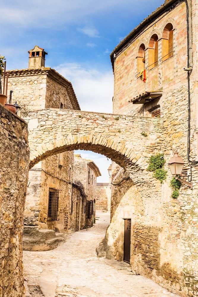 Pueblo medieval de Peratallada en Girona, Spain