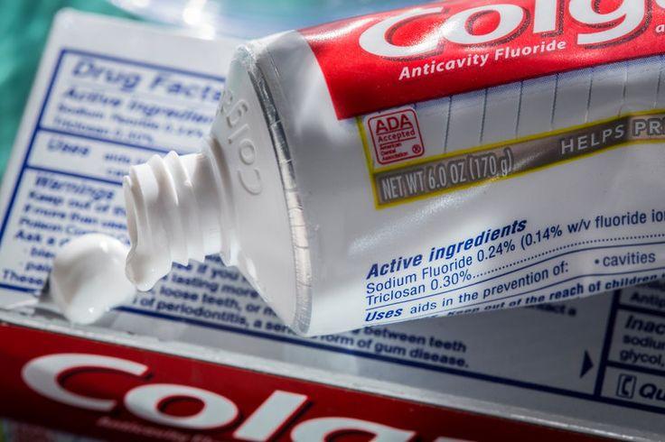 Kimia berbahaya diharamkan dalam sabun mandi tapi dibiarkan dalam Colgate Total !   Baru-baru ini pihak berkuasa kawalan ubat Amerika Syarikat melarang sejenis kimia anti bakteria dalam pembuatan sabun.Namun bahan itu masih digunakan dalam Colgate Total satu-satunya produk ubat gigi yang dilaporkan masih mempunyai bahan kimia itu di negara tersebut.  Sabun diharam guna kimia ini tapi masih ada dalam Colgate Total?  Sabun diharam guna kimia ini tapi masih ada dalam Colgate Total?  Sumber…