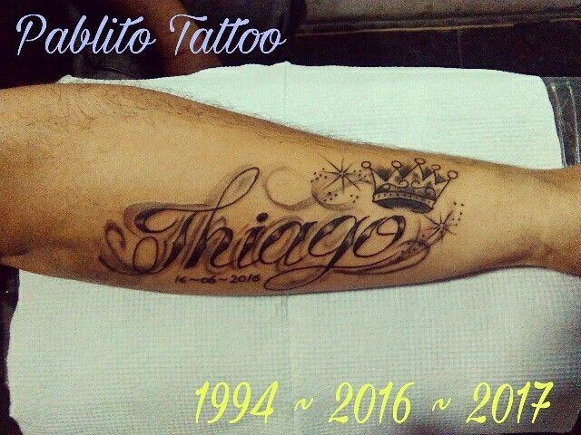Thiago Tatuajes De Nombre Mas Corona En El Ante Brazo Tatuajes De Nombres Thiago Nombre Tatuaje De Nombre