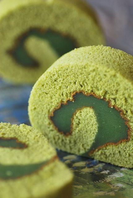 MATCHA GREEN TEA CAKE ROLL with MATCHA GREEN TEA KURI KINTON FILLING ~~~ kuri kinton aka kinton is a japanese sweet confection of mashed sweet potatoes with sweetened chestnuts [webyoshino]
