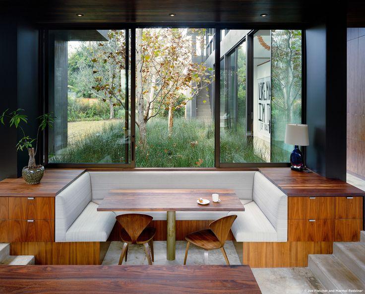 #ViennaWayResidence #modern #midcentury #inside #interior #windows #lighting #dining #wood #table #seating #booth #storage #exterior #landscape #Venice #California #MarmolRadziner