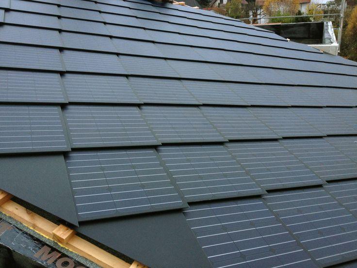 """Ein """"Energiedach"""" gedeckt mit PV-Dachschindeln (Foto: SolteQ)"""