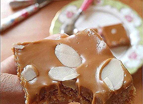 حلي اللذيذ تكسرين كيس شعيرية باكستانية وتحمسينه مع شوية زبدة غير مملحة وتضيفين عليه نص كوب حليب بودرة محموس ونص كوب سميد محموس Food Sugar Cookie Desserts