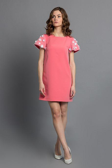 Розовое платье-трапеция с короткими рукавами