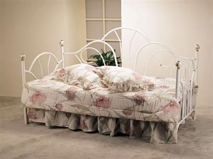 white metal frame day bed 2