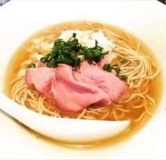 東上野にある創作ラーメンさんじでちょっと芸術的なラーメンを食べてきましたよ(゚ロ゚)  器からオシャレでスープ麺それから上に色合いを考えたお肉まさに芸術です() もちろん味も文句無しです  これだったら彼女とのラーメンデートでもOKな感じですね(Д) tags[東京都]