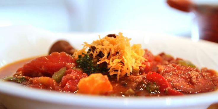 Gryterett med tomatsaus - Denne store gryta kan brukes til pastasaus, lasagne og pizza.