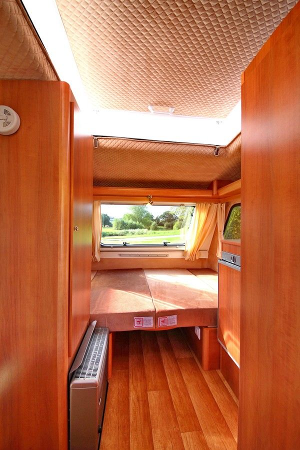 The Freedom Microlite Discovery. A 2 Berth Caravan with pop-top roof, toilet, double bed and a MTPLM of 750kg. From £9,995