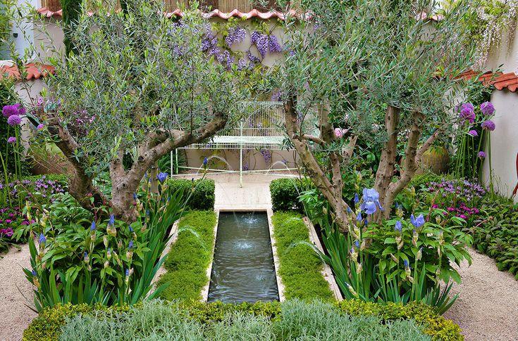 L'aménagement d'un petit jardin demande un minimum de savoir-faire. Mais une fois nos conseils assimilés, vous pourrez faire de grandes choses de votre petite parcelle verdoyante. Eh oui, un tout petit jardin n'est pas synonyme d'ennui, bien au contraire. Il oblige à être ingénieux, à soigner la présentation (puisque l'on a tout en permanence sous les yeux), à être créatif... Pour aménager un petit jardin, il faut sélectionner les bonnes plantes, les bons matériaux, choisir un design…
