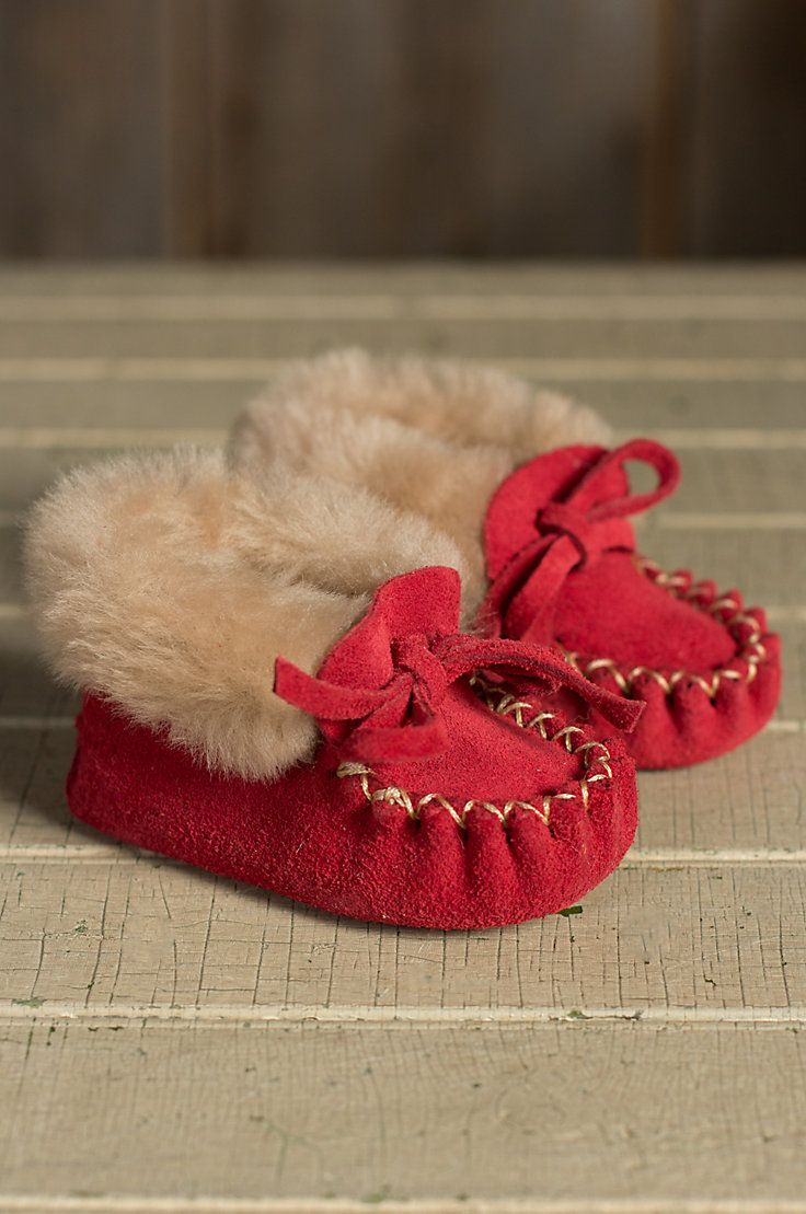 Mocassim vermelho e quentinho - Baby's Sueded Leather Moccasin Booties with Shearling Linin