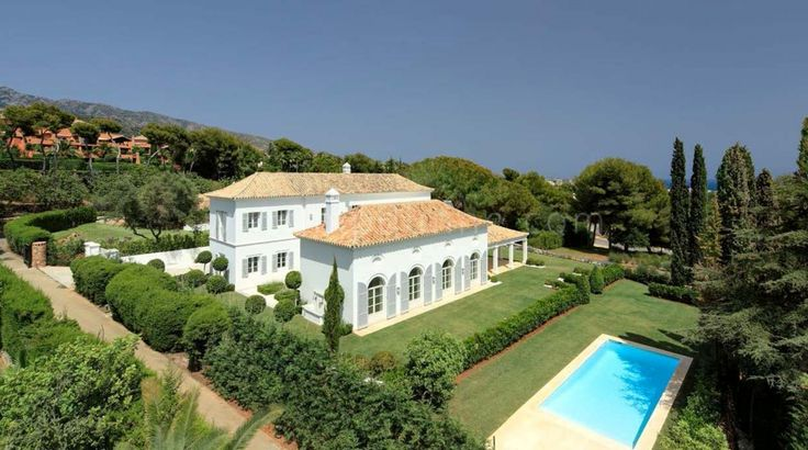 This brand new villa has been built in classical French Provençal style. Stunning, isn´t it? #RocioDeNaguelesVillaMarbellaGoldenMile