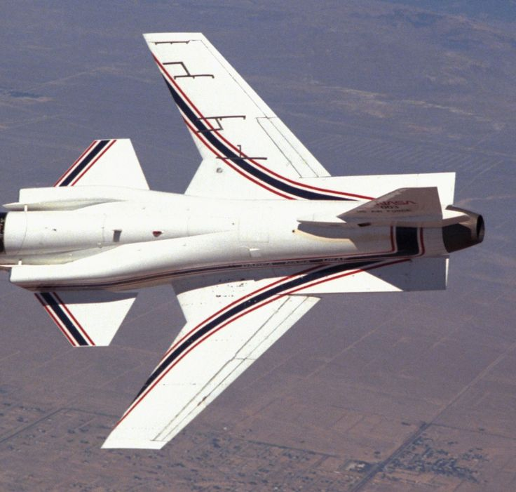 Experimenting with a forward-swept wing: Grumman X-29 (67 HQ Photos)