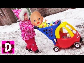 Куклы ЗАCТРЯЛИ В СНЕГУ Диана и Кукла Беби Бон спасают Друзей Baby Born Видео для Детей Игры Девочек http://video-kid.com/11065-kukly-zactrjali-v-snegu-diana-i-kukla-bebi-bon-spasayut-druzei-baby-born-video-dlja-detei-igry.html  Подружки  Беби Бон Куклы Еви застряли в Снегу. Куклы Еви гуляли на улице со своими Питомцами и их Замело Снегом! Диана и Кукла Беби Бон спешат на помощь Друзьям Куклы Baby Born - Куклам Еви и их Питомцам. На улице очень холодно, Кукла Беби Бон и Диана тепло одеваются…
