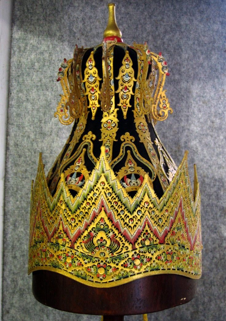 """The Crown of Prabu Kresna (front view) - Radya Pustaka Museum, Surakarta 