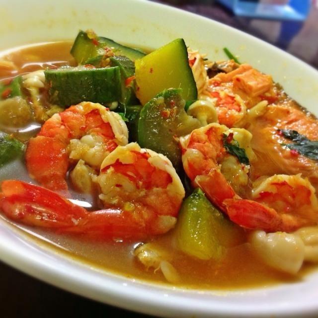 レシピとお料理がひらめくSnapDish - 32件のもぐもぐ - แกงเลียงกุ้งปลาแซลมอน エビ、サモンの野菜カレースープ by kritt