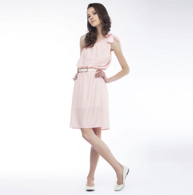 cómo llevar el rosa palo vestido